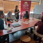 Denica Flesch selaku mentor bersama peserta program program Secangkir Semangat #BuatNyataTujuanmu di Jakarta (Santos, Lukman Hqeem)