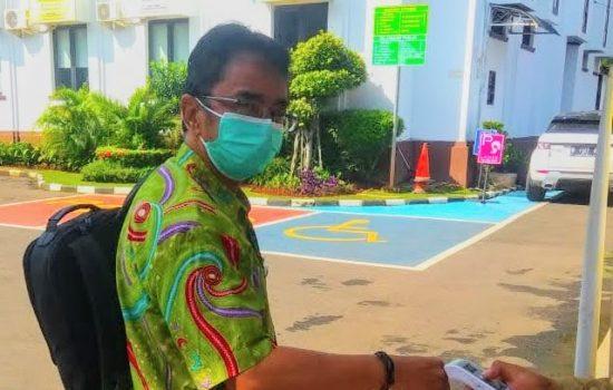 Kepala Damkar Depok R Gandara Budiana saat di Kejari Depok, Senin,(21/6)