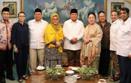 Rayakan Lebaran, Prabowo Subianto Disambut Tutut Soeharto Saat Silaturahmi ke Cendana