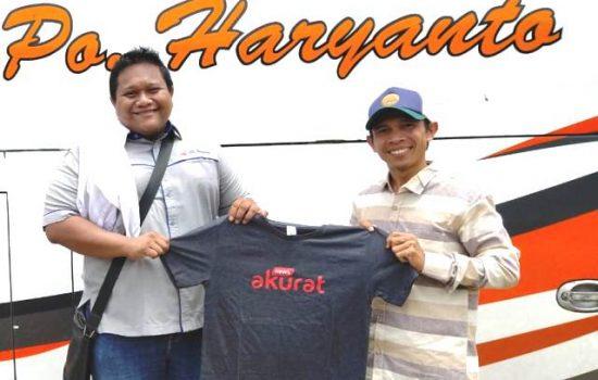 Direktur Operasional PO Haryanto Rian Mahendra (Kiri) saat bertemu dengan Pimpinan Umum PT Akurat Media Nusantara Ahmad Ahyar (Kanan) beberapa waktu lalu
